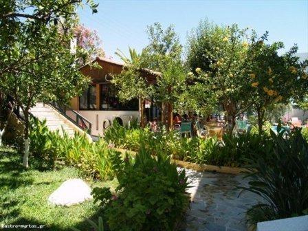 1272445648_part-of-the-garden-kastro
