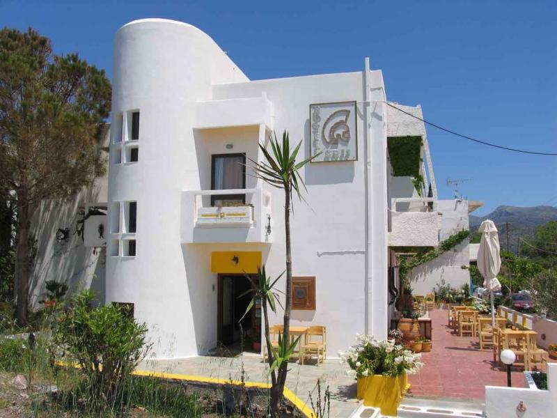 1333394390_paleochora-crete-hotels-aris2